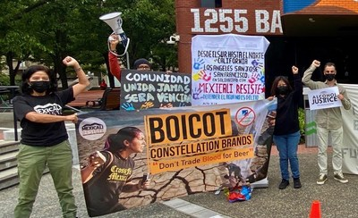 Manifestantes fuera de la sede de Constellation Brands, en San Francisco. (PRNewsfoto/Alcohol Justice)
